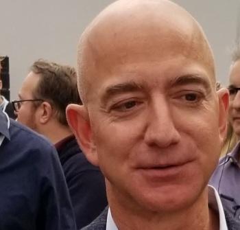 米アマゾン・ドット・コムのジェフ・ベゾスCEO。2019年9月、米シアトルのハードウエア発表会で
