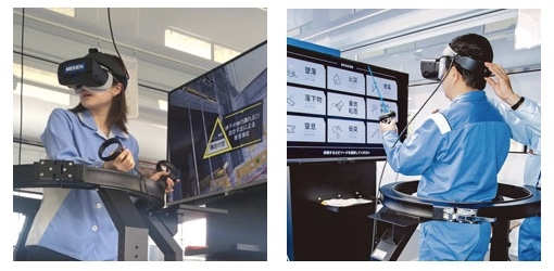 図1:安全体感教育の様子 3軸シミュレーターを利用すれば、VR画像と連動した傾きや揺れ、衝撃も体感できる。(出所:明電舎)