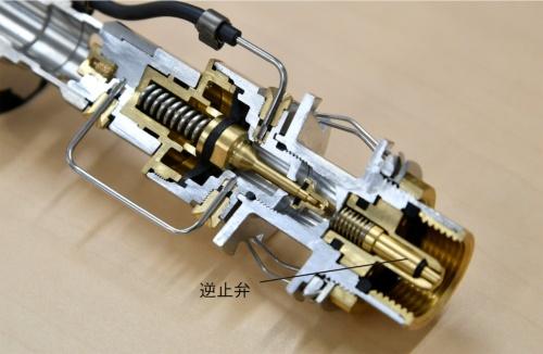 図2 燃焼ユニット下端のねじ部(カットモデル)