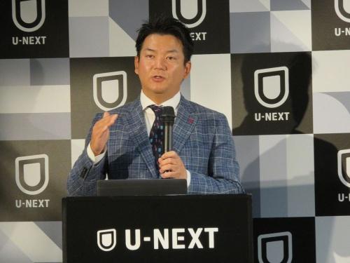 プレゼンテーションを行う代表取締役社長の堤氏