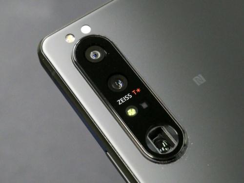 ペリスコープ構造の望遠カメラを搭載