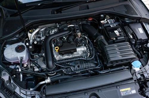 図4 A3のハッチバックのエンジンルーム