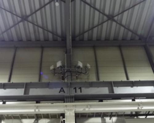 図4:工場内に設置した基地局用無線ユニット