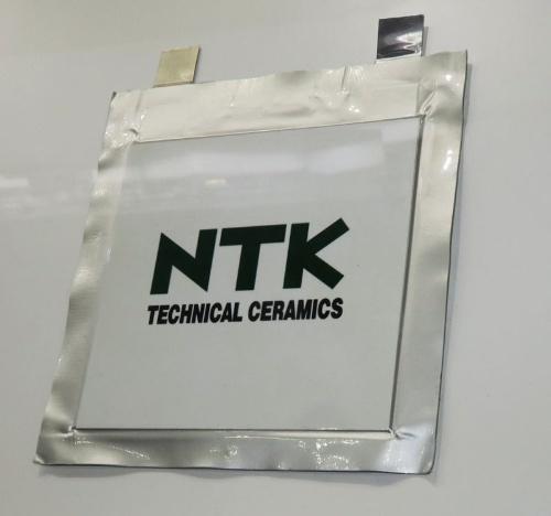 NTKが2019年5月の展示会「人とクルマのテクノロジー展」に出展した固体電池