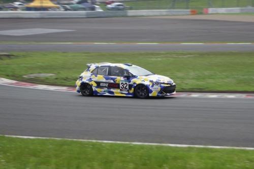 レース中の水素エンジン車