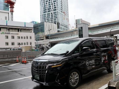 JR渋谷駅前に停車したmobiの車両