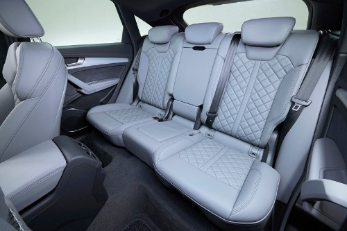 新型車の後席空間