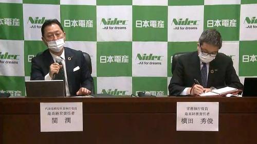 図1 会見に出席した、日本電産  代表取締役社長執行役員 兼 最高経営責任者(CEO)の関氏(左)