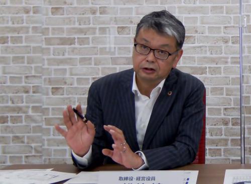 図2 決算を発表するデンソー経営役員の松井靖氏
