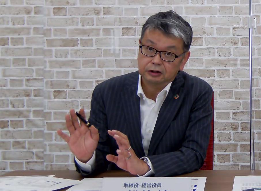 図2 決算を発表するデンソー経営役員の松井靖氏 (出所:会見の様子をキャプチャー)