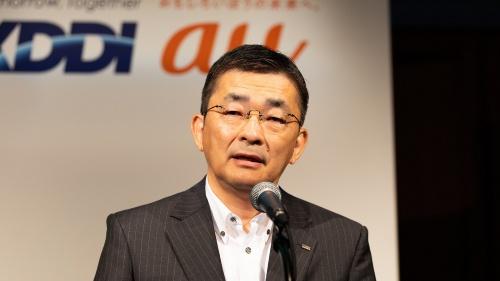 2021年4~6月期の連結決算を発表するKDDIの高橋誠社長