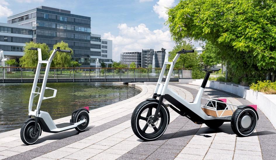 右が電動自転車の「Concept DYNAMIC CARGO」、左が電動スクーターの「Concept CLEVER COMMUTE」