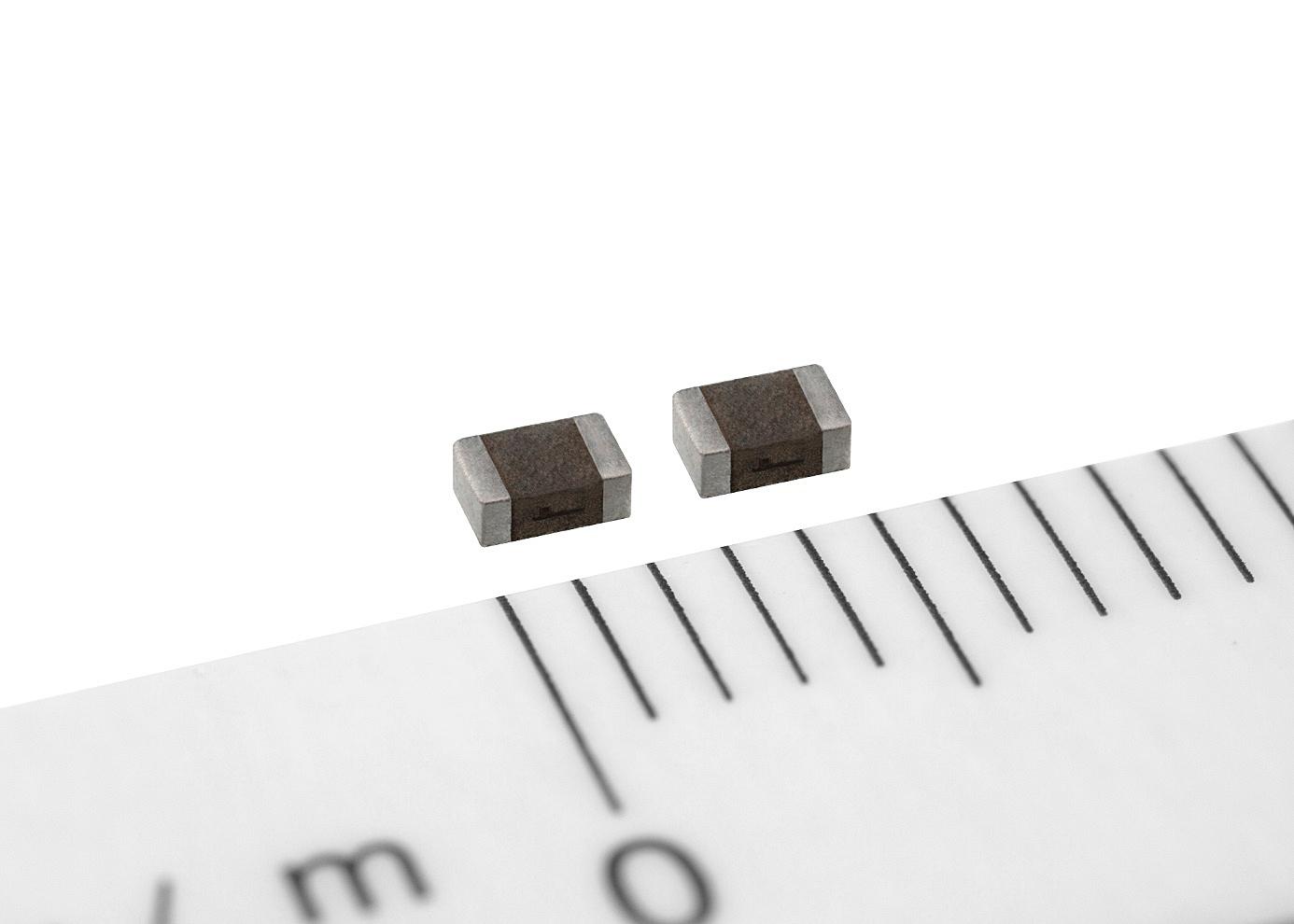 2012サイズの車載機器向け電源インダクター (出所:TDK)
