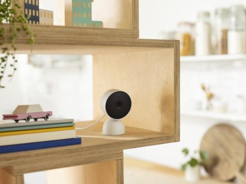 Nest Camの屋内用モデル。電源アダプターで動作する