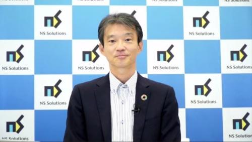 新ブランドについて説明する佐藤執行役員