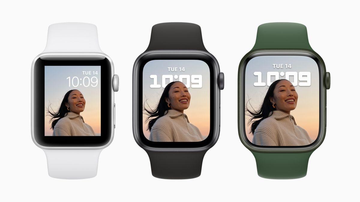 表示領域を拡大 Apple Watch Series 7では、従来機とサイズを同程度にどとめながら、表示領域を拡大した。画像の一番右がSeries 7で中央がSeries 6、左がSeries 3である(出所:アップル)