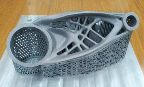 新製品で造形した金属製品のサンプル