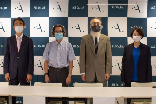 オンライン記者会見の登壇者。右端がALE代表取締役社長/CEOの岡島礼奈氏