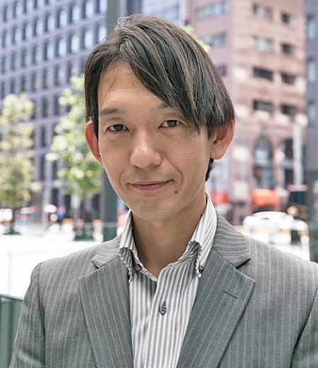 執行役員 サービス本部部長の佐藤謙氏は、「当社のパソコンは安くて品質が良いという点で選ばれることが多いのですが、購入後のアフターサポートもおろそかにせず、顧客の満足度を高めていく方針を掲げています」と話す