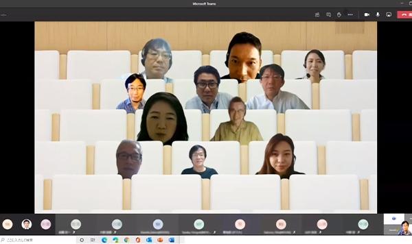 新機能の「Togetherモード」では、参加者がバーチャル上で一堂に会する雰囲気に。従来のスタイルよりも対話が進みやすい